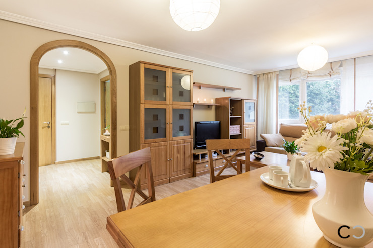 SALON Salones de estilo moderno de CCVO Design and Staging Moderno
