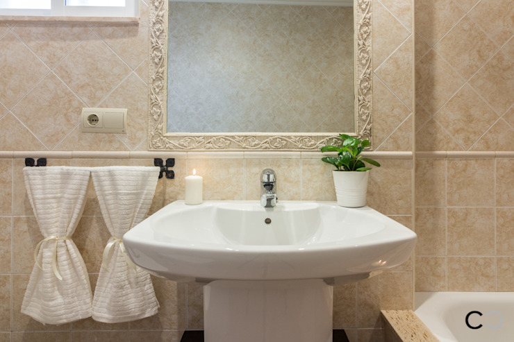 DETALLE Baños de estilo moderno de CCVO Design and Staging Moderno