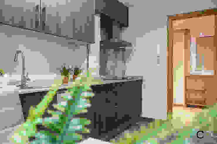 現代廚房設計點子、靈感&圖片 根據 CCVO Design and Staging 現代風