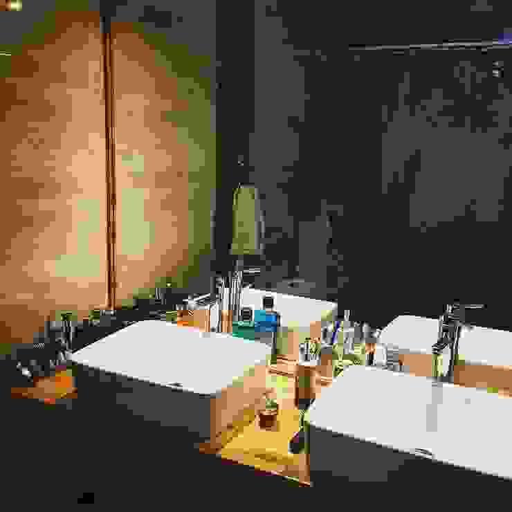 Salle de bains de style  par homify, Rural Céramique