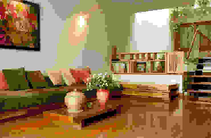 Phòng sinh hoạt chung và bếp ăn liên thông qua không gian thông tầng. Phòng khách phong cách châu Á bởi Công ty TNHH TK XD Song Phát Châu Á Đồng / Đồng / Đồng thau