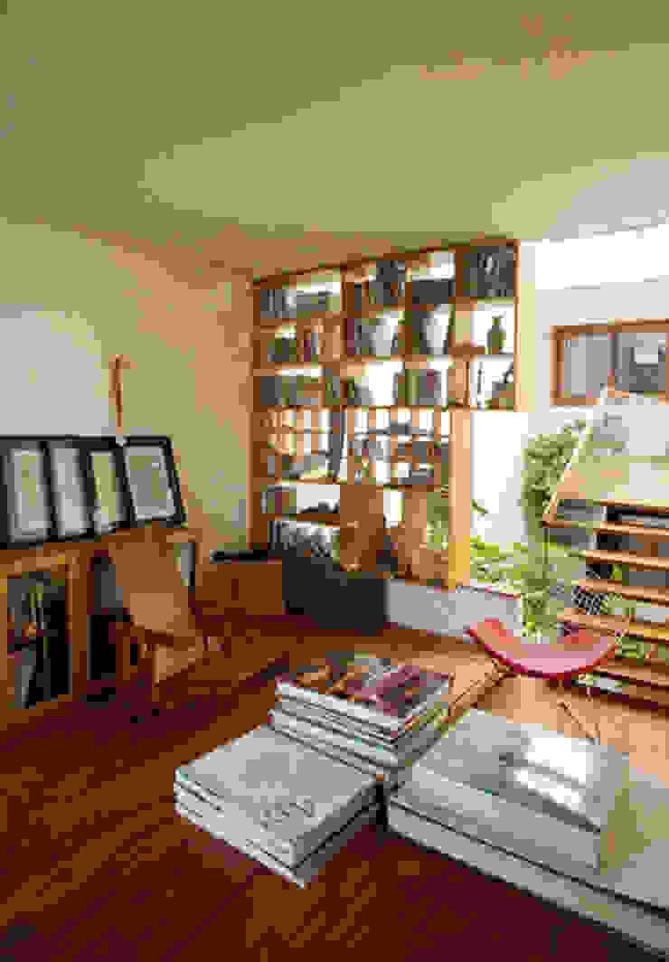 Không gian tổng thể ngôi nhà vô cùng hài hòa. Phòng học/văn phòng phong cách châu Á bởi Công ty TNHH TK XD Song Phát Châu Á Đồng / Đồng / Đồng thau