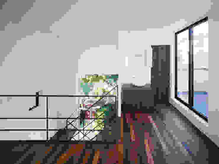EF 各階コーナーに外部空間を取り込んだ家 の 山縣洋建築設計事務所 モダン
