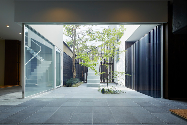 US 二つの中庭とテラスのある家 山縣洋建築設計事務所 階段