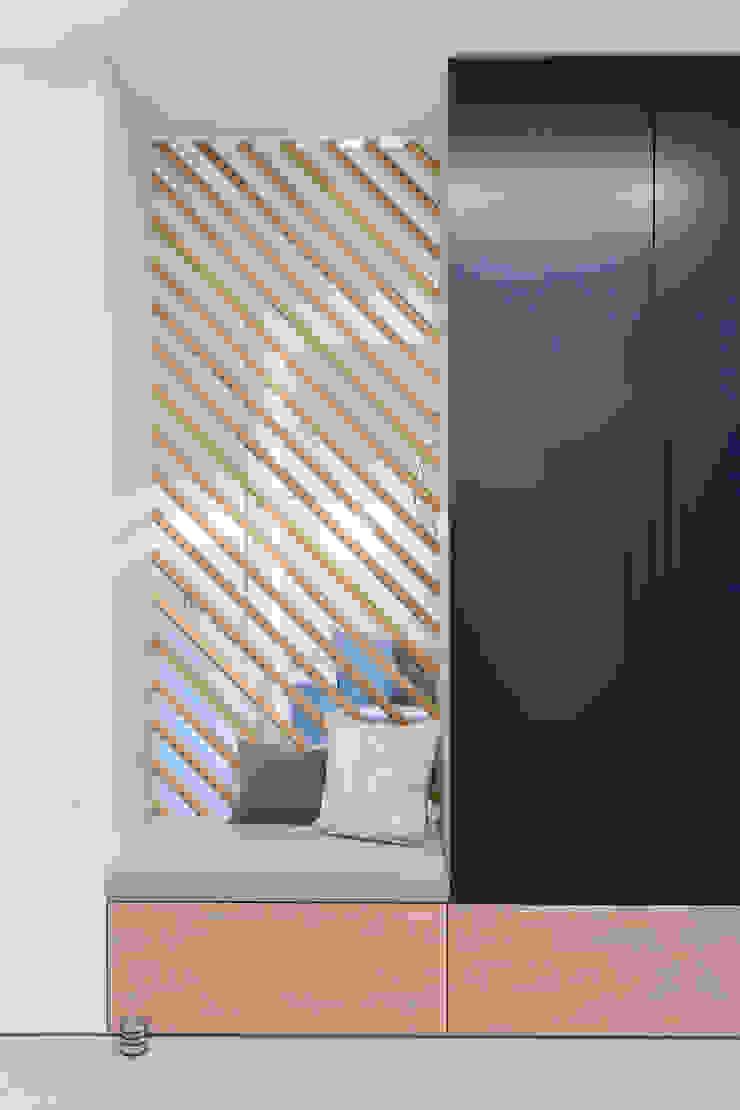 formativ. indywidualne projekty wnętrz Minimalist corridor, hallway & stairs Wood Blue