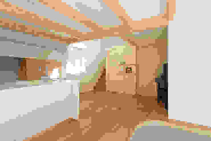 Modern dining room by アトリエハコ建築設計事務所/atelier HAKO architects Modern