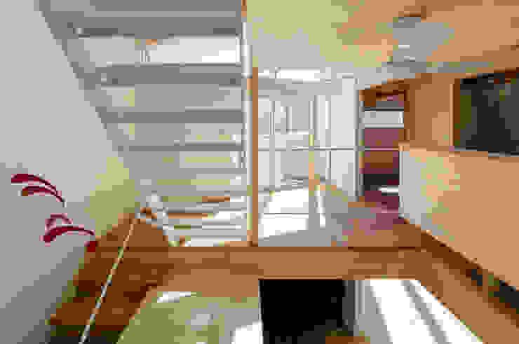 by アトリエハコ建築設計事務所/atelier HAKO architects Modern Iron/Steel