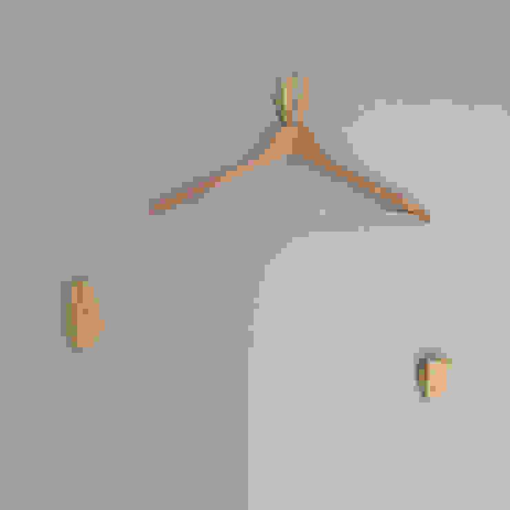 formativ. indywidualne projekty wnętrz Dressing roomAccessories & decoration Wood effect