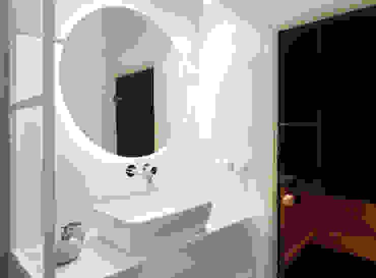 formativ. indywidualne projekty wnętrz Minimalist style bathroom Beige