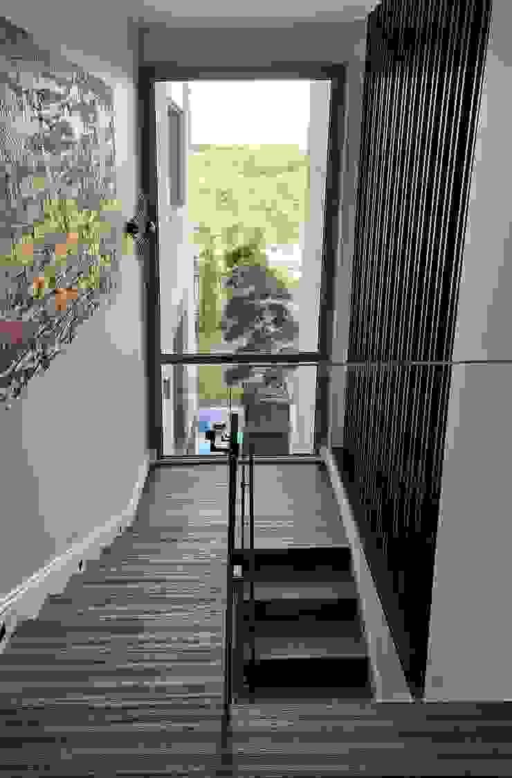 ABA HOUSE Esra Kazmirci Mimarlik Stairs Engineered Wood Black