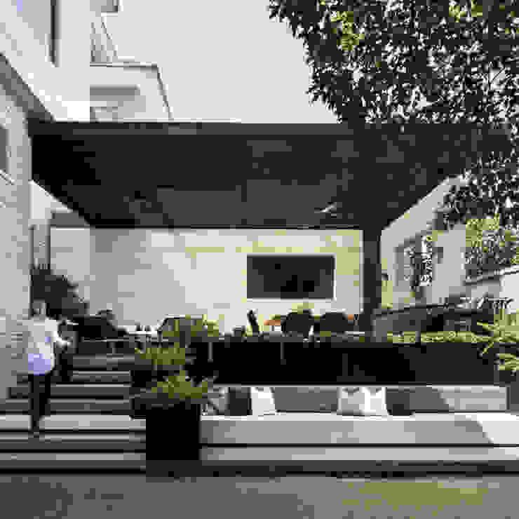 Terraza SOL Balcones y terrazas modernos de VOA Arquitectos Moderno Metal