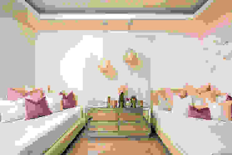 Recámara niñas Dormitorios modernos de VOA Arquitectos Moderno Madera Acabado en madera