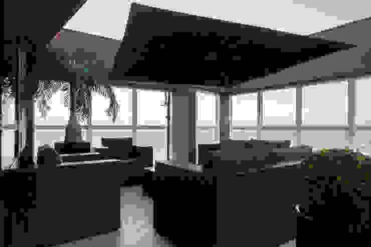Aparatamento de Cobertura Piscinas modernas por Daniela Andrade Arquitetura Moderno