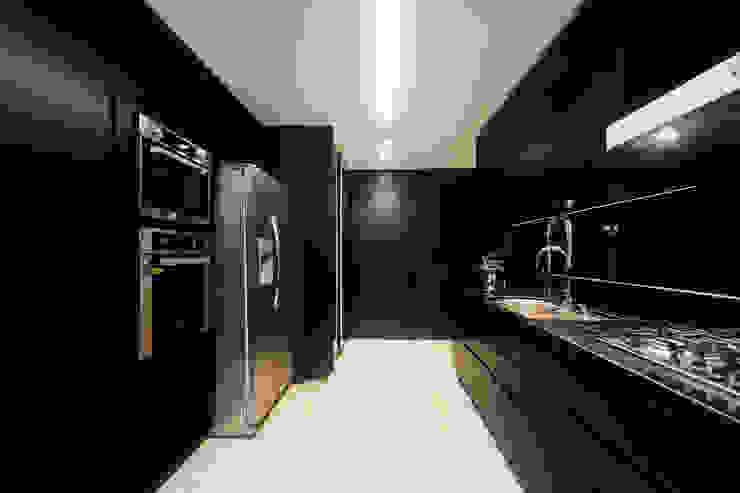Modern kitchen by Daniela Andrade Arquitetura Modern