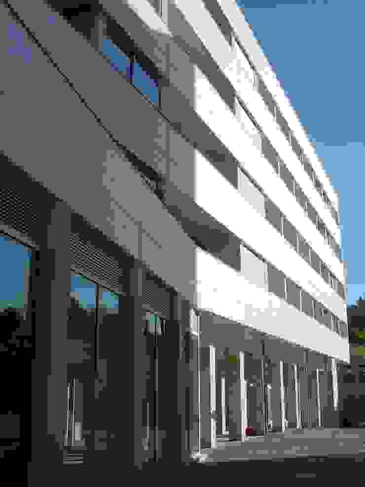 Edifícios de apartamentos e lojas, Gaia por José Melo Ferreira, Arquitecto Moderno Betão