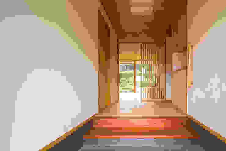 에클레틱 복도, 현관 & 계단 by 中山大輔建築設計事務所/Nakayama Architects 에클레틱 (Eclectic)