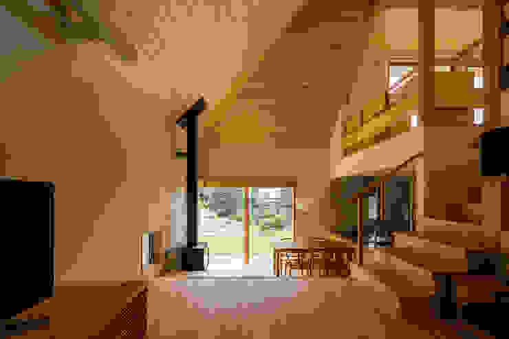 에클레틱 거실 by 中山大輔建築設計事務所/Nakayama Architects 에클레틱 (Eclectic)