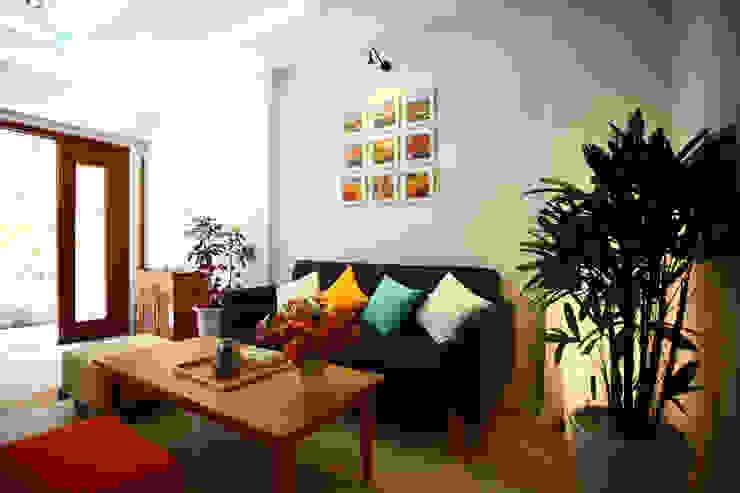 Bố trí nội thất phòng khách và phòng bếp bởi Công ty TNHH Xây Dựng TM – DV Song Phát Hiện đại