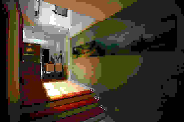 Giếng trời – giải pháp cho nhà có diện tích nhỏ bởi Công ty TNHH Xây Dựng TM – DV Song Phát Hiện đại