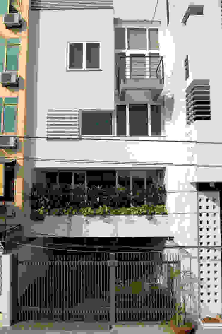 Nhà phố 5 tầng với không gian mang âm hưởng hiện đại. bởi Công ty TNHH TK XD Song Phát Châu Á Đồng / Đồng / Đồng thau