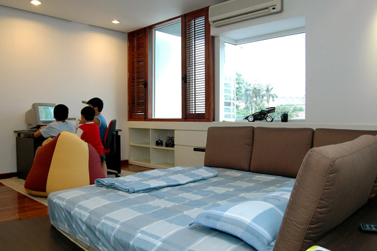 Phòng ngủ của các con có thiết kế đơn giản, đồ nội thất bài trí gọn nhẹ. Phòng ngủ phong cách châu Á bởi Công ty TNHH TK XD Song Phát Châu Á Đồng / Đồng / Đồng thau