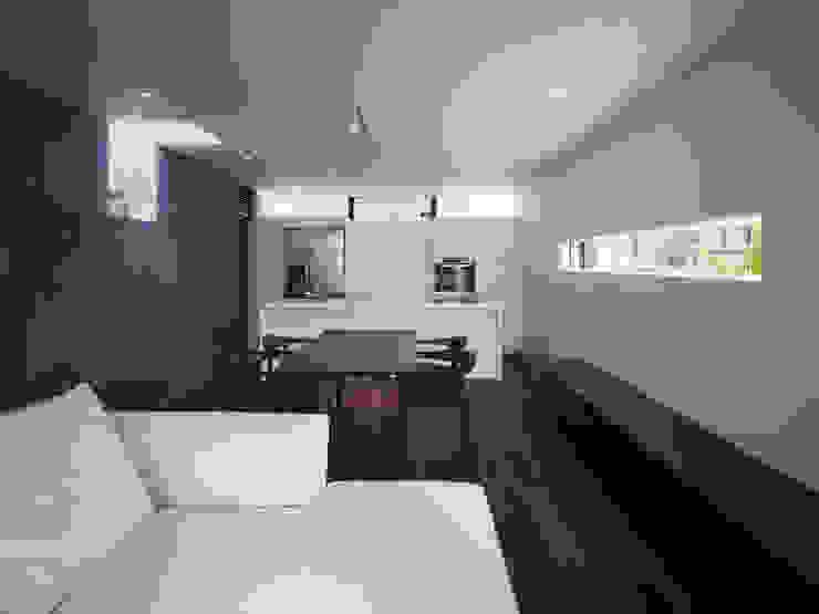 TY 光が降り注ぐテラスのある家 モダンデザインの ダイニング の 山縣洋建築設計事務所 モダン