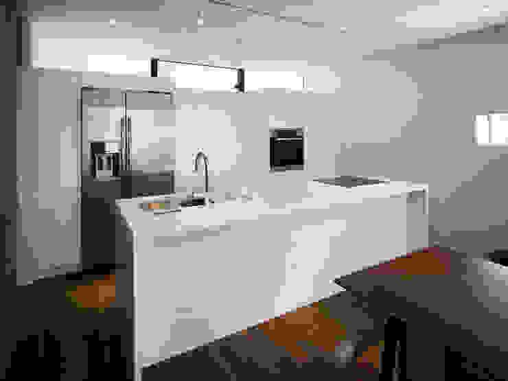 TY 光が降り注ぐテラスのある家 モダンな キッチン の 山縣洋建築設計事務所 モダン