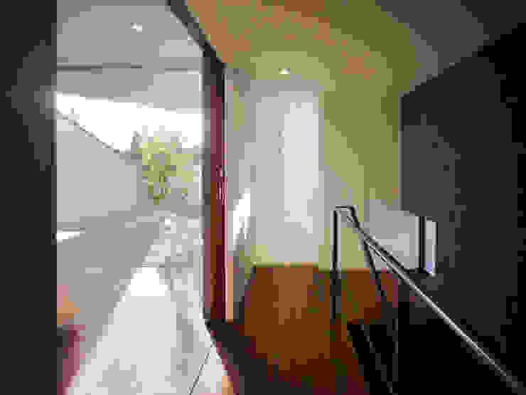 TY 光が降り注ぐテラスのある家 の 山縣洋建築設計事務所 モダン