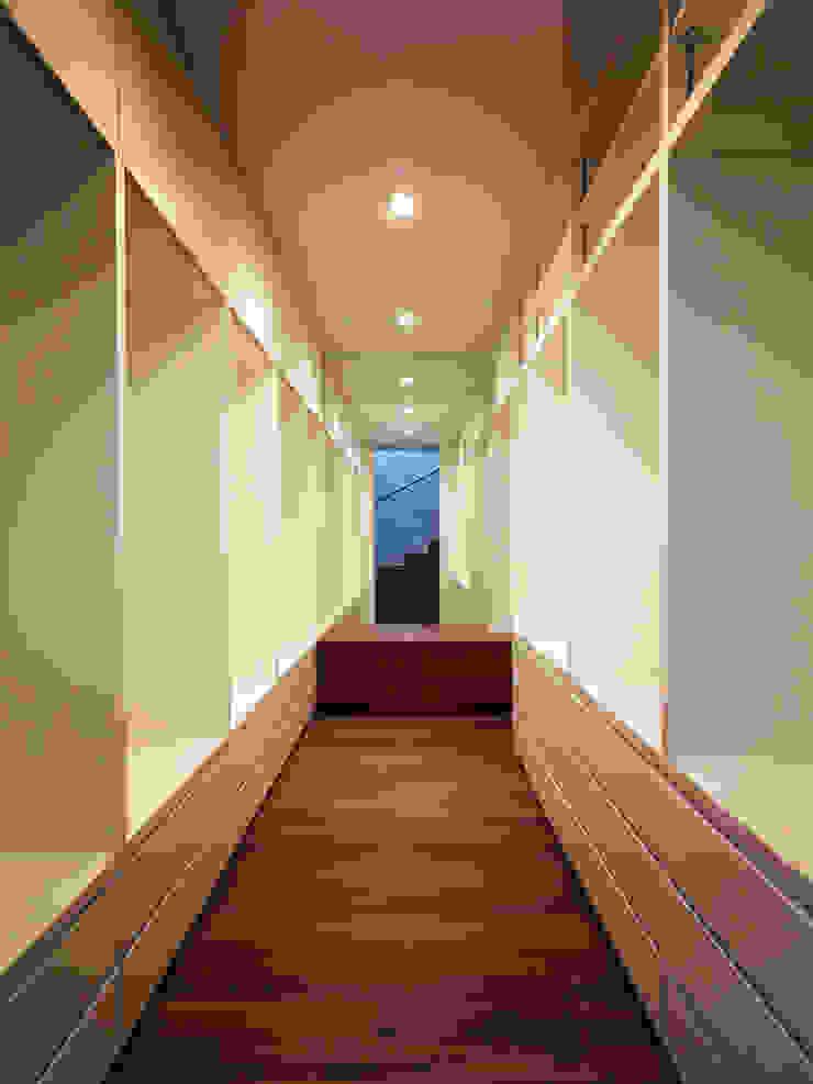 TY 光が降り注ぐテラスのある家 モダンデザインの ドレッシングルーム の 山縣洋建築設計事務所 モダン