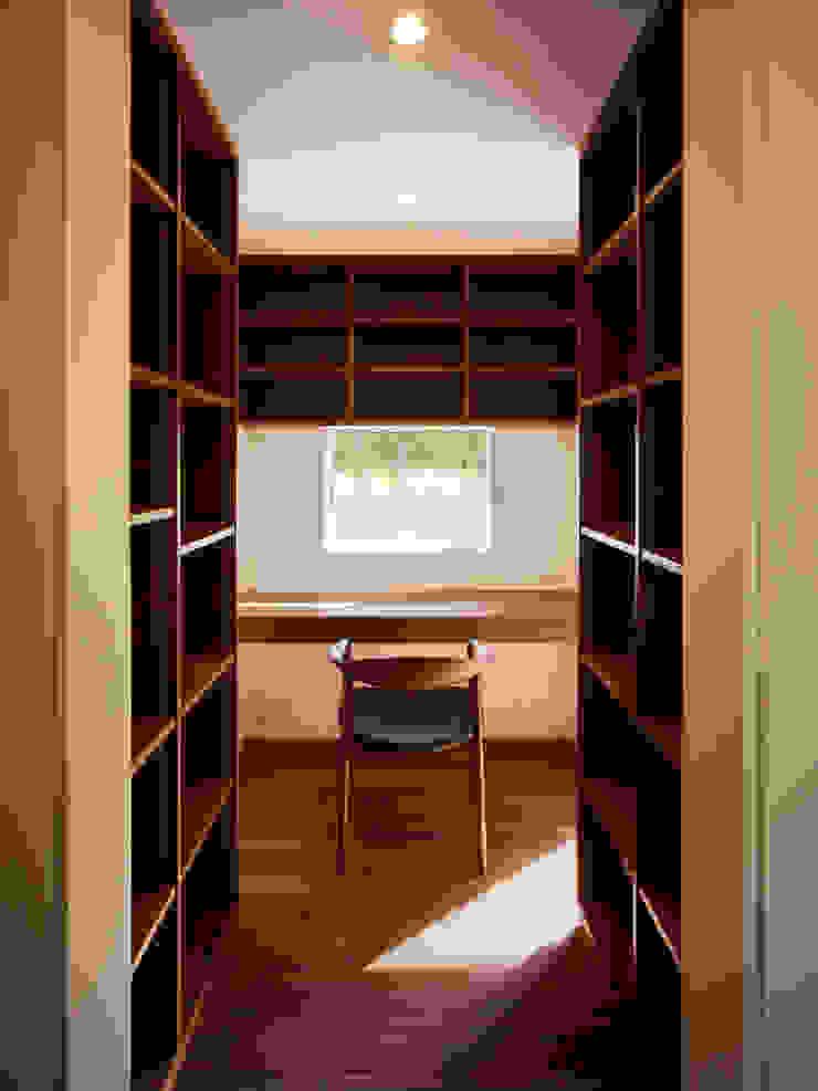 TY 光が降り注ぐテラスのある家 モダンデザインの 書斎 の 山縣洋建築設計事務所 モダン