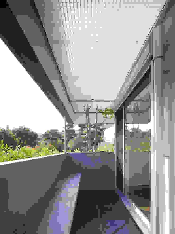 TY 光が降り注ぐテラスのある家 モダンデザインの テラス の 山縣洋建築設計事務所 モダン
