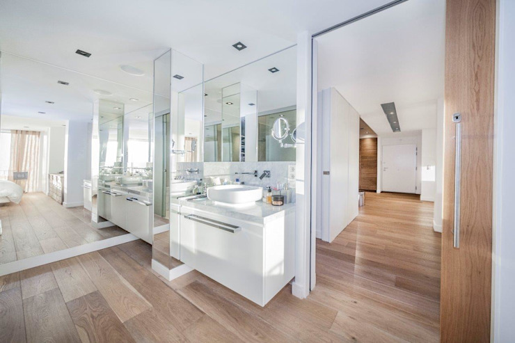 Modern Bathroom by DOMUS NOVA Modern