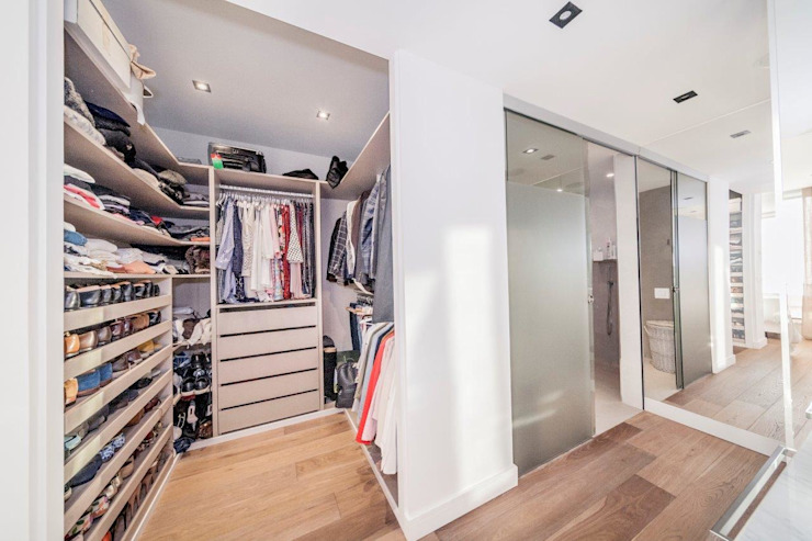 Modern Dressing Room by DOMUS NOVA Modern
