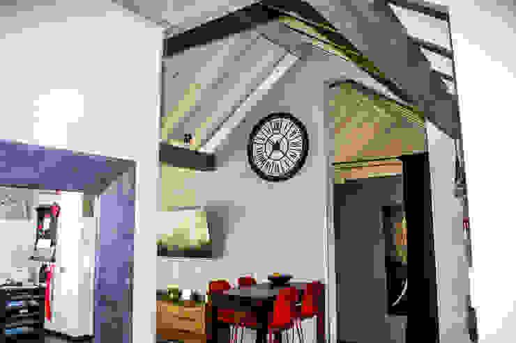 Modern Living Room by Pomp & Friends - Interior Designer Modern