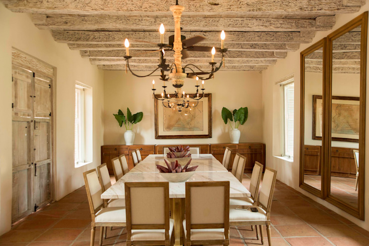 Colonial style dining room by Maria Teresa Espinosa Colonial