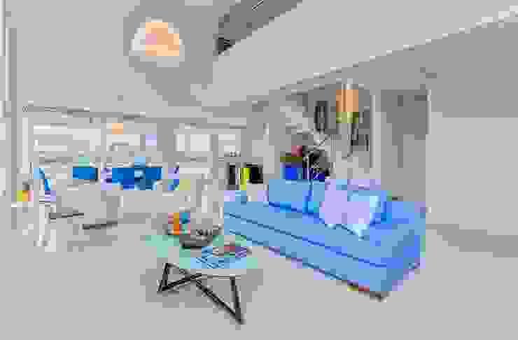 现代客厅設計點子、靈感 & 圖片 根據 Maciel e Maira Arquitetos 現代風