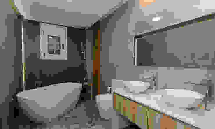 CARMAN INTERIORISMO Modern bathroom