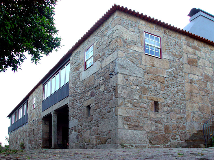 Rehabilitation and expansion of a farm house by José Melo Ferreira, Arquitecto Country Granite