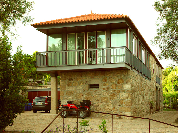 Rehabilitation and expansion of a farm house by José Melo Ferreira, Arquitecto Country Iron/Steel
