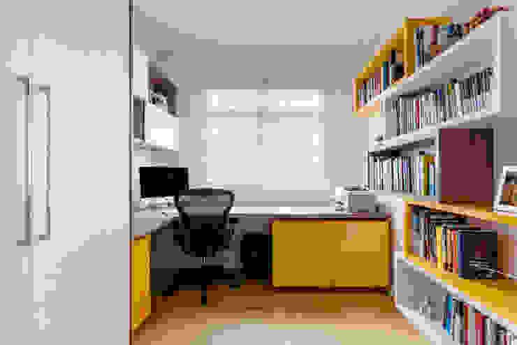 Luciana Ribeiro Arquitetura Ruang Studi/Kantor Modern Yellow