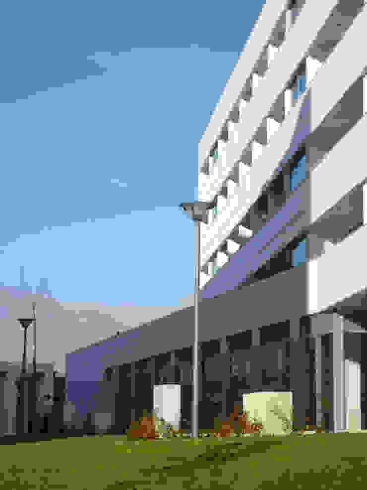 Edifícios de apartamentos e lojas por José Melo Ferreira, Arquitecto Moderno Betão
