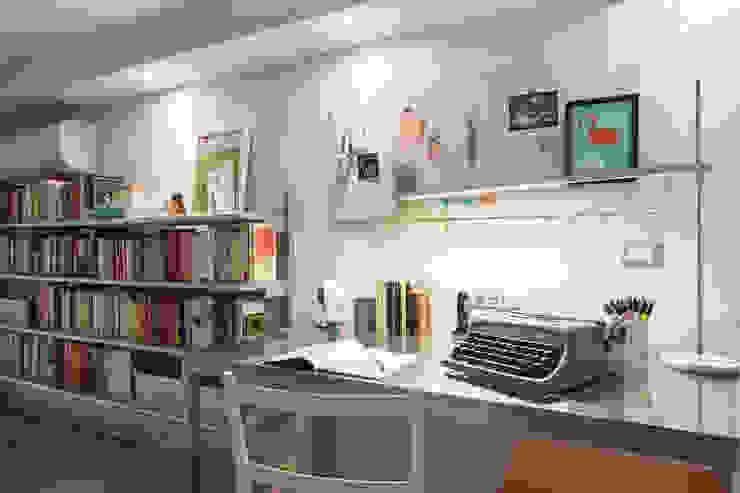 Ruang Studi/Kantor Modern Oleh ZEROPXL | Fotografia di interni e immobili Modern