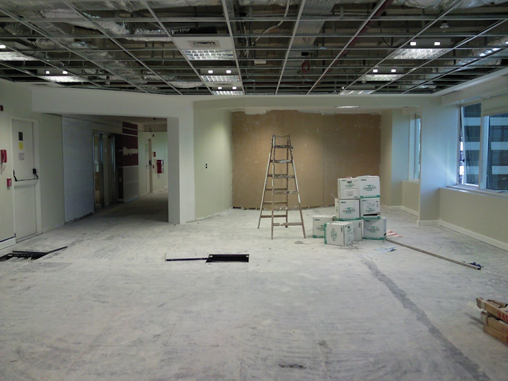 Oficinas Comerciales Estudios y oficinas modernos de Arq. SILVA RAFAEL C. & ASOC. Moderno