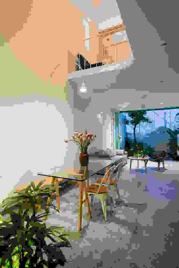 LESS house Phòng ăn phong cách hiện đại bởi workshop.ha Hiện đại