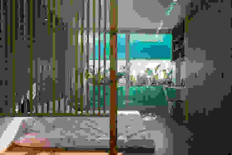 LESS house Phòng ngủ phong cách hiện đại bởi workshop.ha Hiện đại