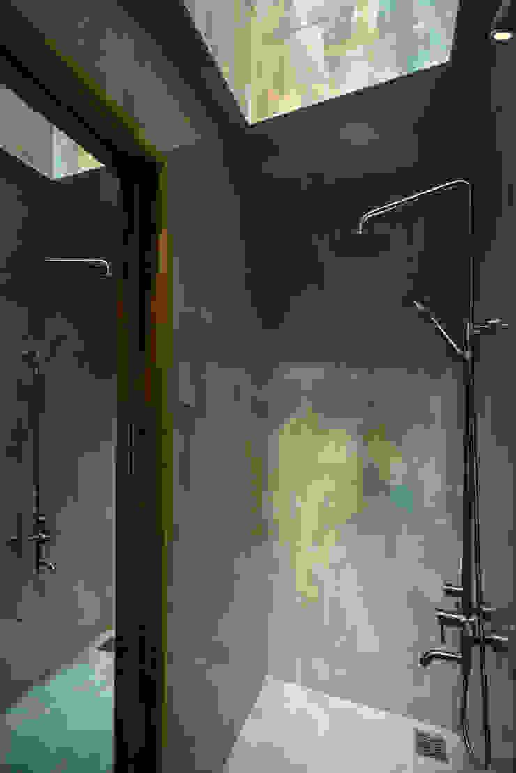 LESS house Phòng tắm phong cách hiện đại bởi workshop.ha Hiện đại