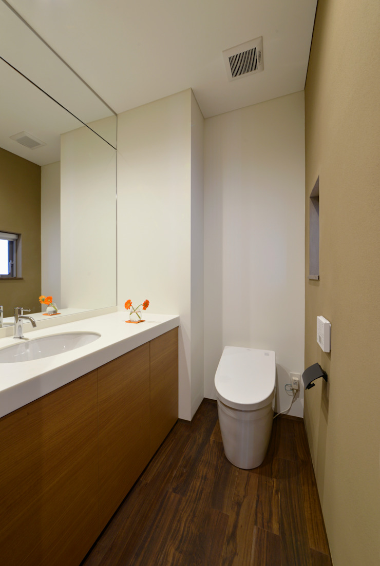 現代浴室設計點子、靈感&圖片 根據 (有)中尾英己建築設計事務所 現代風