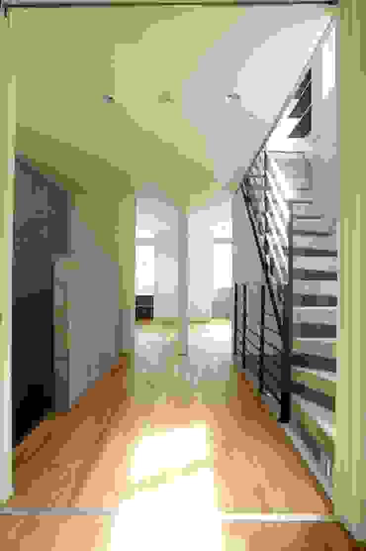 (有)中尾英己建築設計事務所 Ruang Keluarga Modern