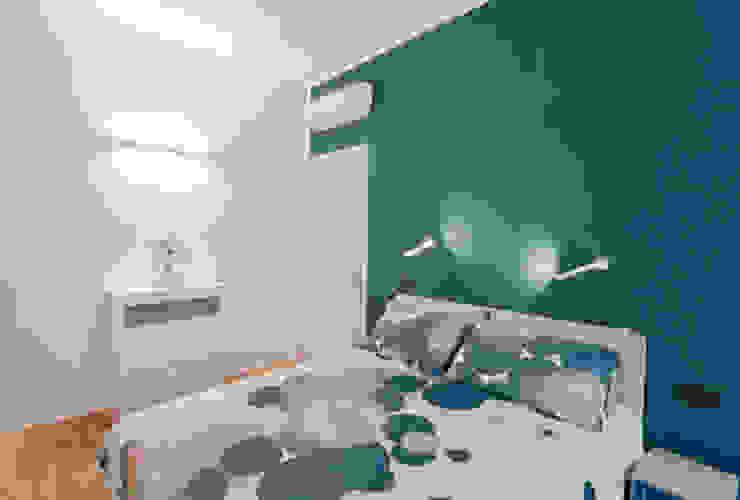 APPARTAMENTO RN 07am architetti Camera da letto in stile industriale