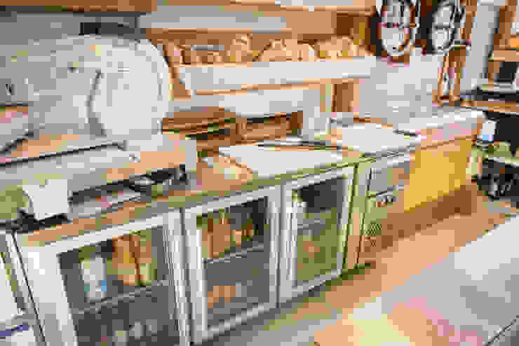 Attrezzature e frigo Fab Arredamenti su Misura Negozi & Locali Commerciali Legno